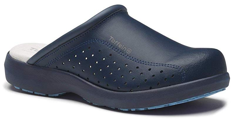 Top 4 Features to Look for in a Nursing Shoe